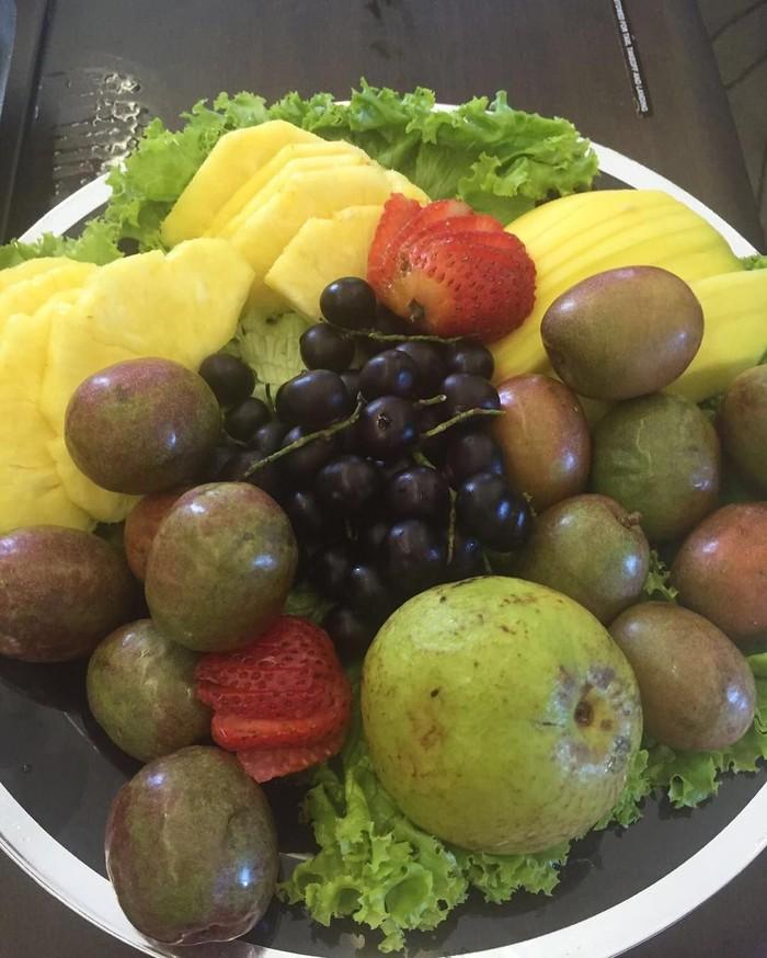 Shakira berupaya memenuhi asupan gizi harian dengan buah-buahan. (Foto: instagram/Shakira)