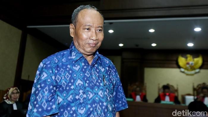 Mantan Direktur Pengelola Informasi Administrasi Kependudukan Dirjen Dukcapil  Kemendagri.  Sugiharto