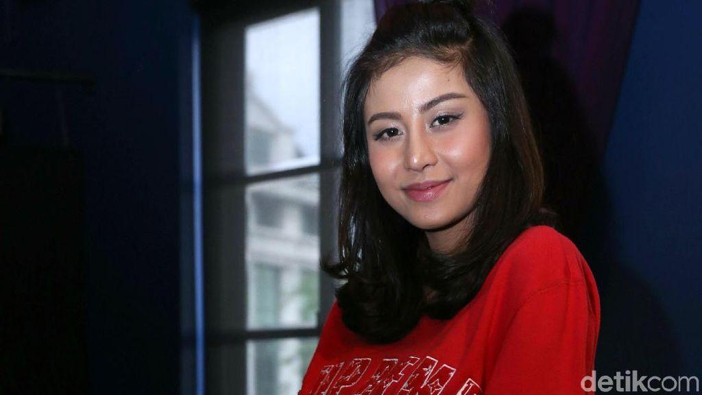 Heboh! Awkarin Marah Alisnya Dicukur Makeup Artist