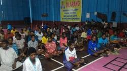 KLB campak dan gizi buruk di Kabupaten Asmat, Papua, ditangani serius oleh Pemerintah. Vaksinasi dan pemberian makanan tambahan diberikan pada pasien.