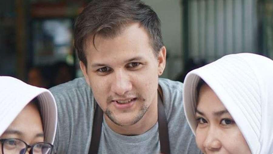 Before After Stuart Collin: Dulu Raja FTV Kini Dagang Gorengan