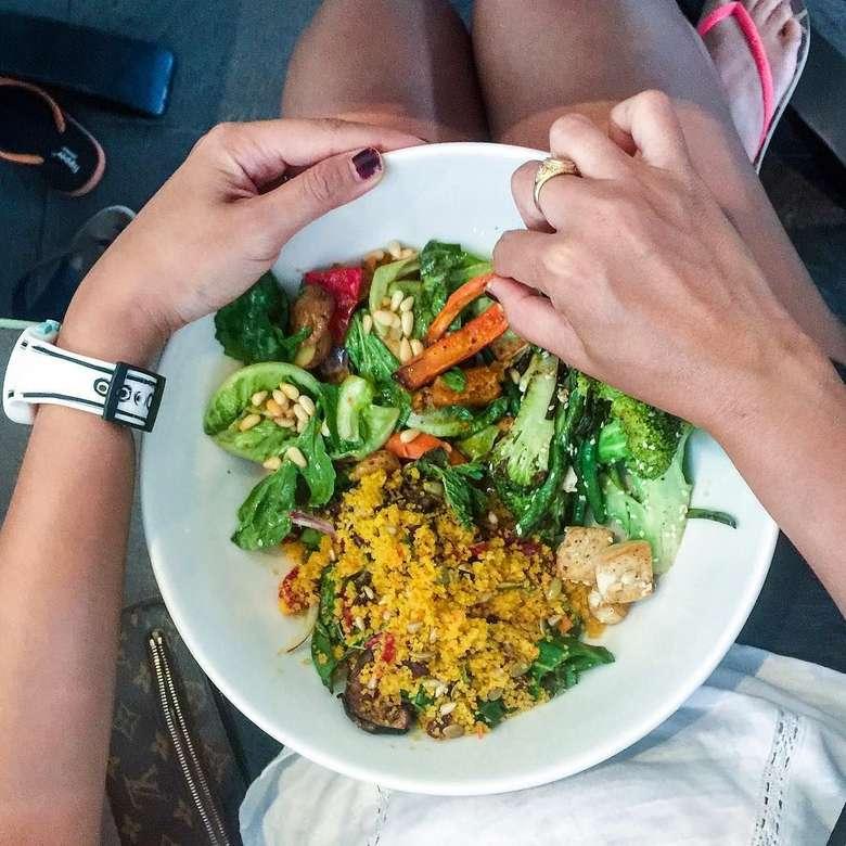 Lama tidak terdengar, Sophie Navita ternyata sibuk dengan program plant based diet-nya. (Foto: Instagram/@sophienavita)