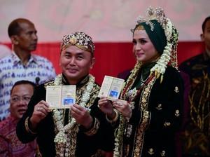 Senyum Gubernur Kalteng dan Yulistra Ivo Usai Resmi Menikah