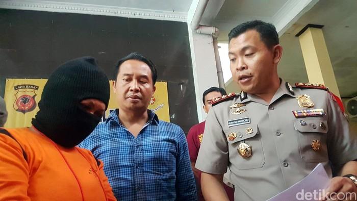 Mamah Ica menggondol emas hingga ponsel milik para siswi di Kota Sukabumi dengan modus hipnotis. (Foto: Syahdan Alamsyah/detikcom)