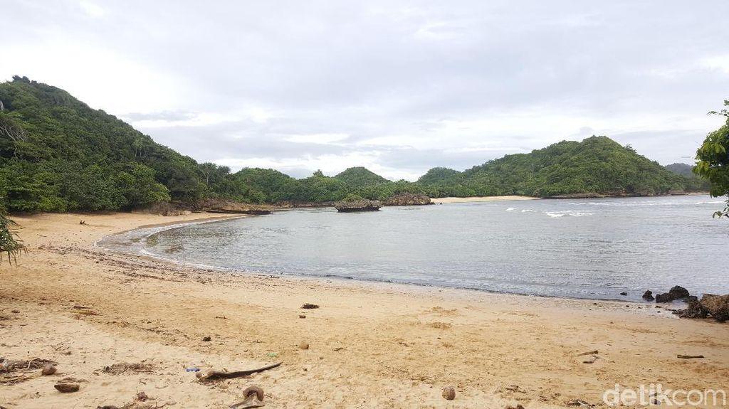 Ini Pantai Indah dan Menarik di Jalur Malang Selatan