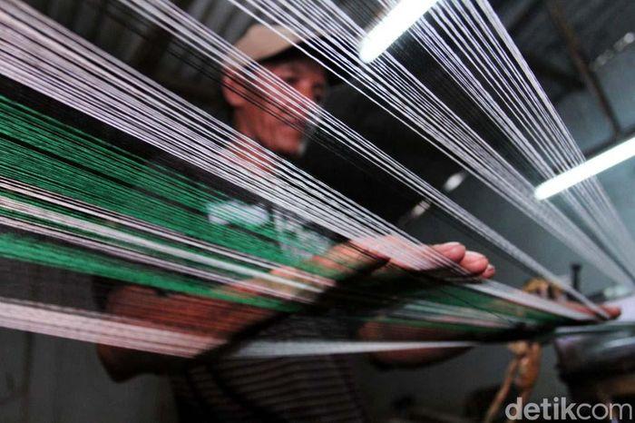 Sudah sejak dulu Kecamatan Majalaya, Ibun dan Paseh, Kabupaten Bandung, Jawa Barat dikenal dengan produksi kain tenunnya.