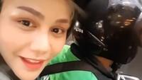Netizen heboh sendiri ngeliat DJ Butterfly naik ojol. Foto: Instagram/dj_kattybutterfly36/istimewa