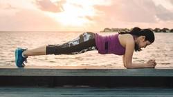 Naysilla Mirdad selalu terlihat segar dan awet muda di televisi. Rahasianya ada di olahraga yoga dan tinju yang rutin dilakukannya.