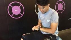 Suami Dhini Aminarti, Dimas Seto sejak lama dikenal hobi berolahraga. Menurutnya, sesibuk apapun, tetap sempatkan untuk berolahraga agar badan selalu fit.