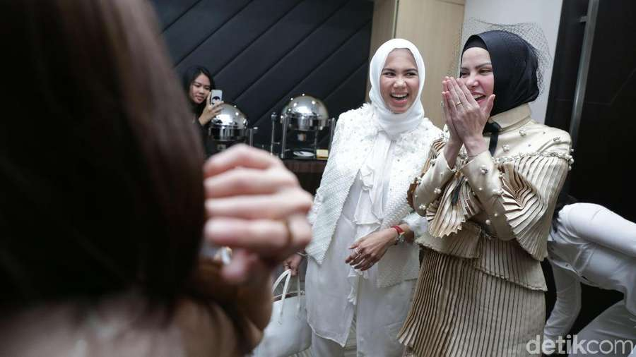 Momen Lucu dan Seru di Bridal Shower Angel Lelga