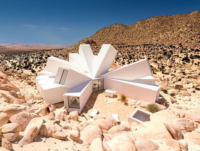 Seorang desainer bernama James Whitaker memiliki ide untuk membuat rumah yang tersusun dari beberapa kontainer dengan posisi yang tak biasa. Boredpanda/Istimewa.