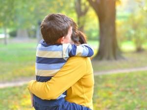 Cara Beri Tahu Anak Saat Orang Tuanya Kena Penyakit Serius