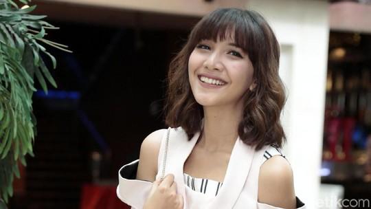 Siang-siang Gini Lihat Si Cantik Sheila Dara Bikin Seger!