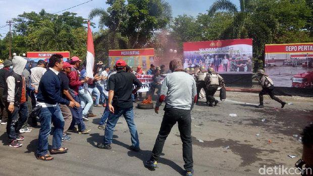 Simulasi ricuh Pilkada di Makassar