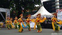 Tari Ganjar Gandrung Lepas Pebalap Etape Ketiga Tour de Indonesia
