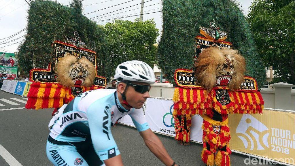Reog Lepas Pebalap Etape Kedua Tour de Indonesia