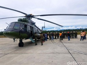 Dokter dan Paramedis TNI Diterbangkan ke Asmat