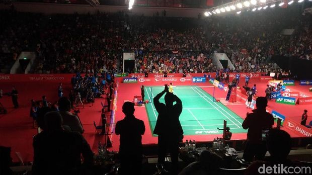 JK dan Istri Tonton Final Bulutangkis Indonesia Masters di Senayan