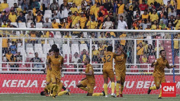 Bhayangkara FC menggunakan Stadion Utama Gelora Bung Karno dalam sebuah laga uji tanding menghadapi klub luar negeri.
