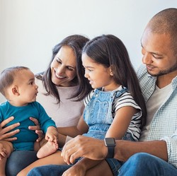 13 Hal yang Bisa Diikhtiarkan Agar si Kecil Jadi Anak yang Baik