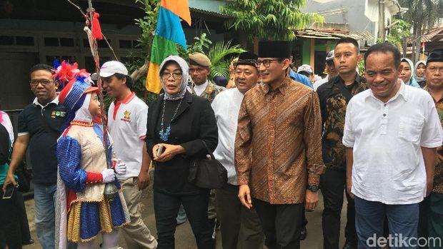 Temui Warga Kalisari, Sandi Disambut Marching Band Lagu Ondel-ondel