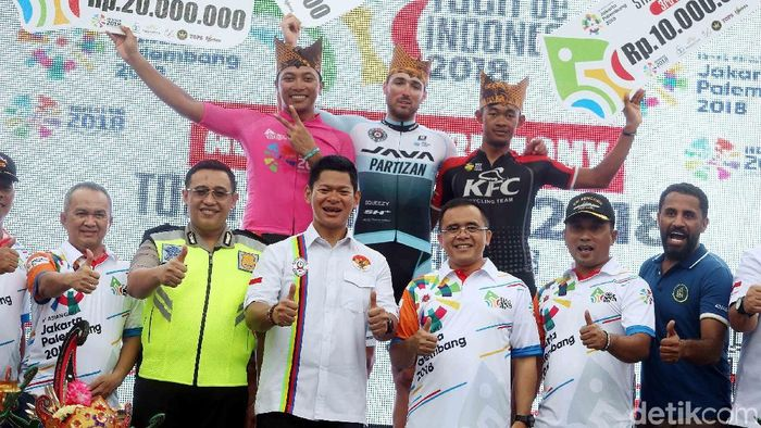 Podium etape ketiga Tour de Indonesia (Rengga Sancaya/detikSport)