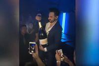 Pria Ini Sengaja Pecahkan Satu Botol Champagne Seharga Rp 565 Juta