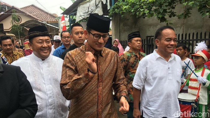 Foto: Wagub DKI Sandiaga menemui warga Kalisari, Jakarta Timur. (Indra-detikcom)