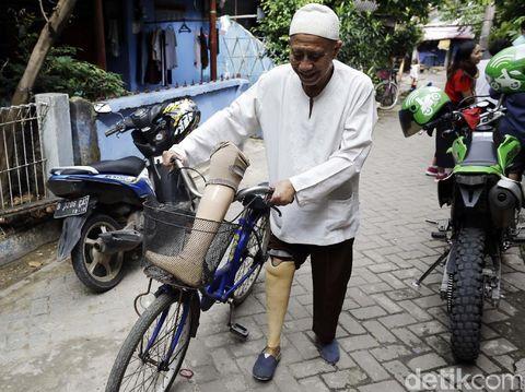 M Saleh masih bisa menjadi kepala sekolah meski kehilangan kakinya karena kusta