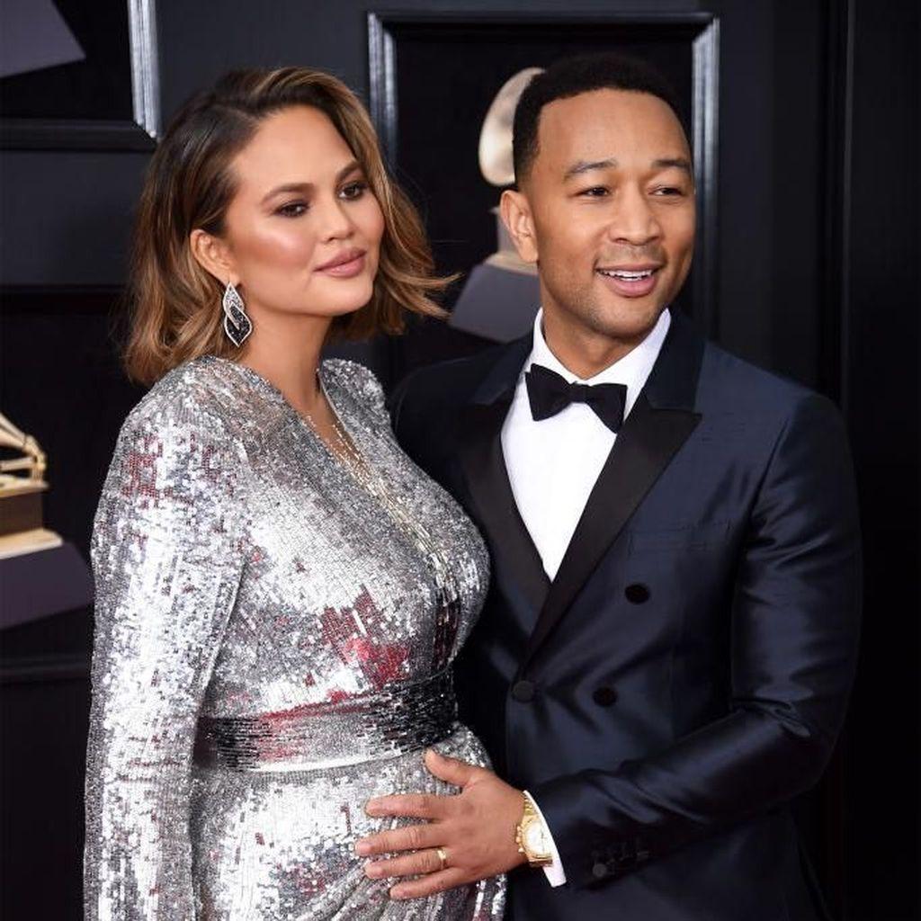 Cerita John Legend dan Chrissy Teigen Berbagi Tugas Urus Anak