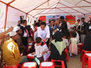 Jokowi Janjikan Rumah Sakit Lapangan ke Pengungsi Rohingya