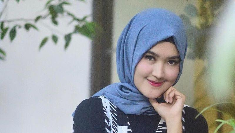 Sosok Lisya Nurrahmi mencuri hati Tommy Kurniawan. Dua sejoli ini akan menikah awal Februari 2018 (lisyanurrahmi/Instagram)