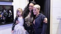P!nk mengajak sang putri yang ternyata nge-fans kepada Rihanna. Nicholas Hunt/Getty Images for NARAS.