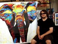 1. John Bramblitt Belum Pernah Melihat Lukisannya Sendiri