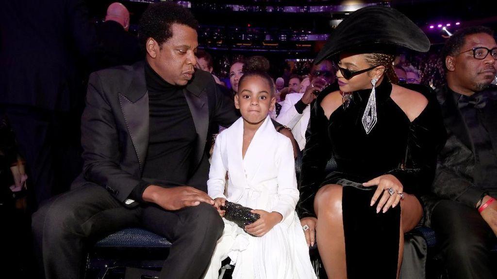Arti Bahasa Tubuh Blue Ivy pada Orang Tuanya Saat Grammy Awards