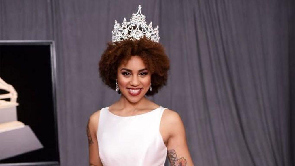 Pakai Gaun Gambar Janin, Joy Villa Curi Perhatian di Red Carpet Grammy Awards