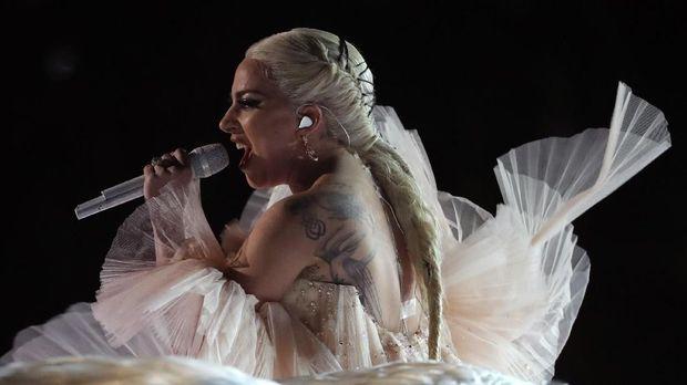 Lady Gaga tampil setelah duet Kendrick Lamar dan U2.