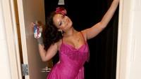 Rihanna saat bersiap-siap sebelum tampil di Grammy 2018. Christopher Polk/Getty Images for NARAS.