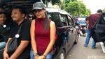 Ini Lho Para Srikandi Taksi Online di Antara Massa Pendemo