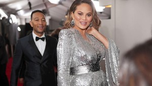 John Legend dan Chrissy Teigen Bicara soal Toilet di Red Carpet Grammy