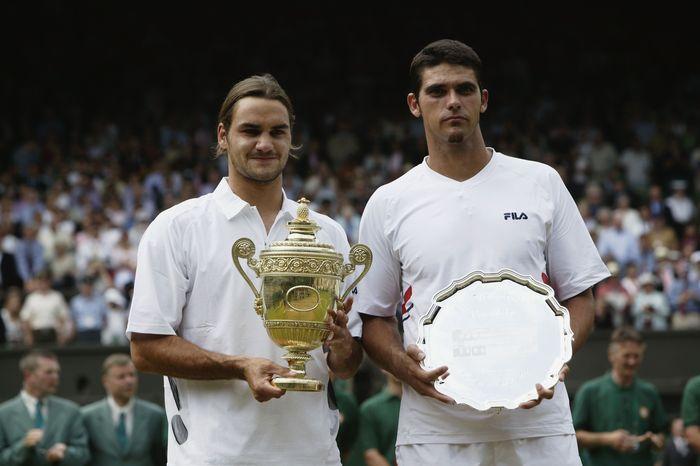 Titel grand slam pertama Federer diraih berkat kemenangan atas Mark Philippoussis pada final Wimbledon tanggal 6 Juli 2003. Inilah momen kelahiran seorang maestro tenis dunia. (Foto: Alex Livesey/Getty Images)