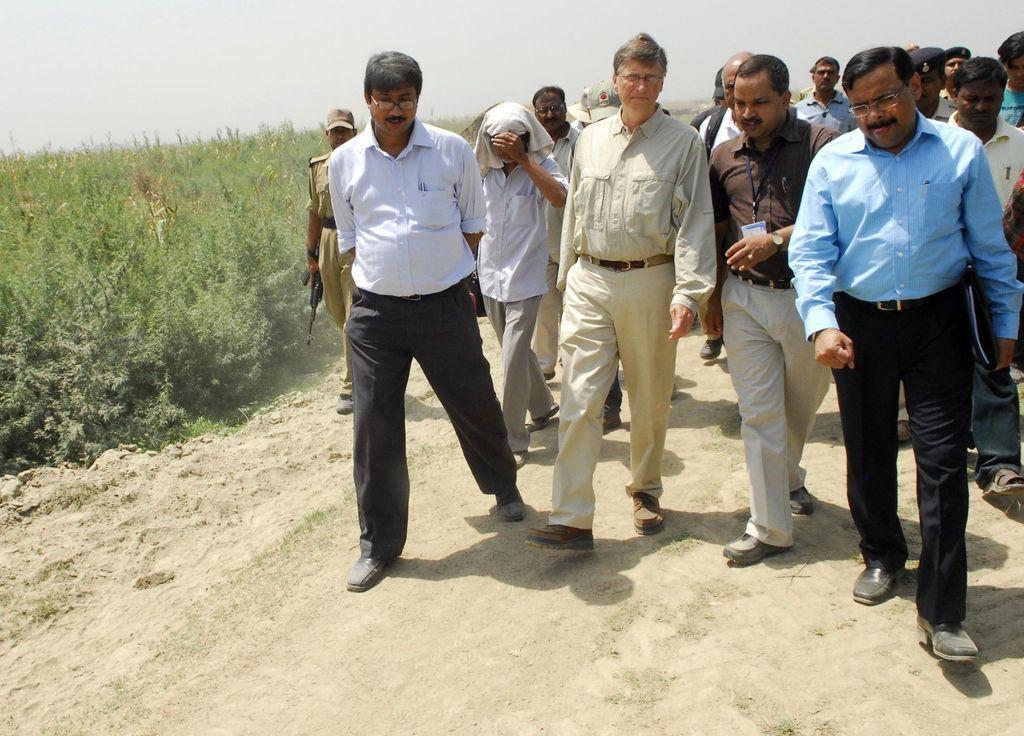 Bill Gates di sebuah pedesaan di India. Foto: Bill & Melinda Gates Foundation