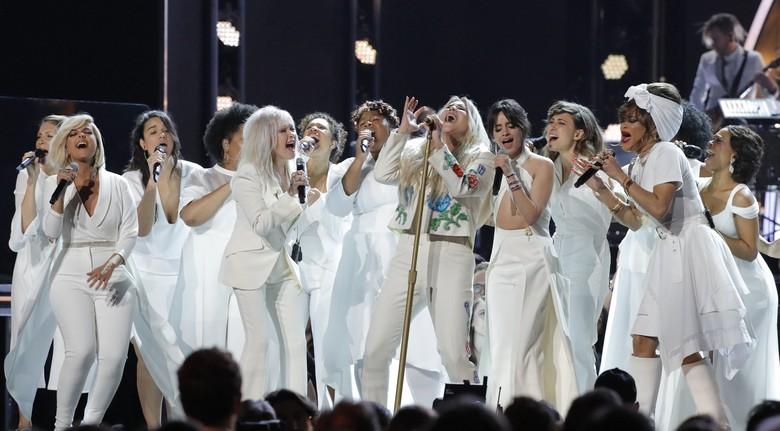 Penampilan Kesha di Grammy Awards 2018. Foto: REUTERS/Lucas Jackson
