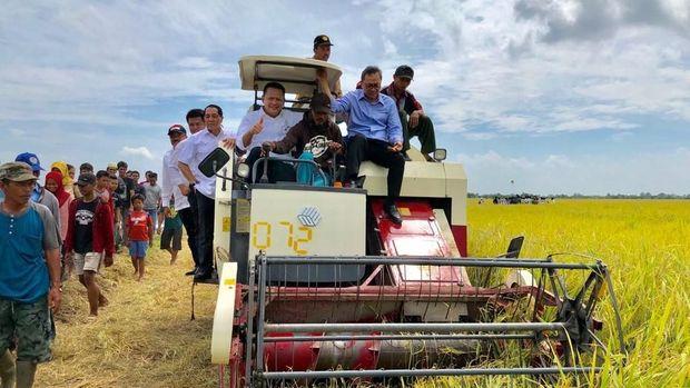Ketua DPR-Ketua MPR-KSP Moeldoko Ikut Panen Raya di Banyuasin