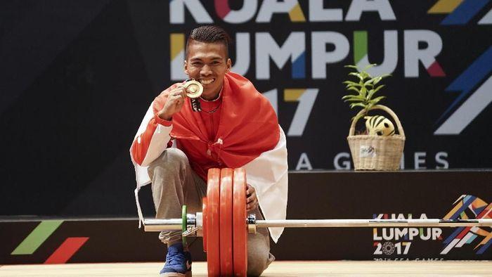 Deni saat mendapatkan medali emas SEA Games 2017 Kuala Lumpur. (Wahyu Putro/Antara)
