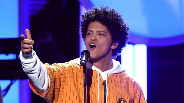 Lets Dance! Duet Bruno Mars dan Cardi B Panaskan Grammy 2018