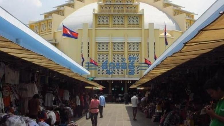 Suasana Central Market Phnom Penh (Titry Frilyani/dTraveler)
