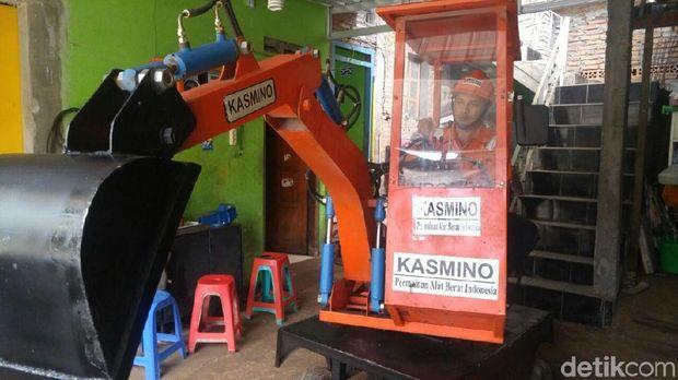Ini Penampakan Eskavator Mini Buatan Kasmin di Semarang