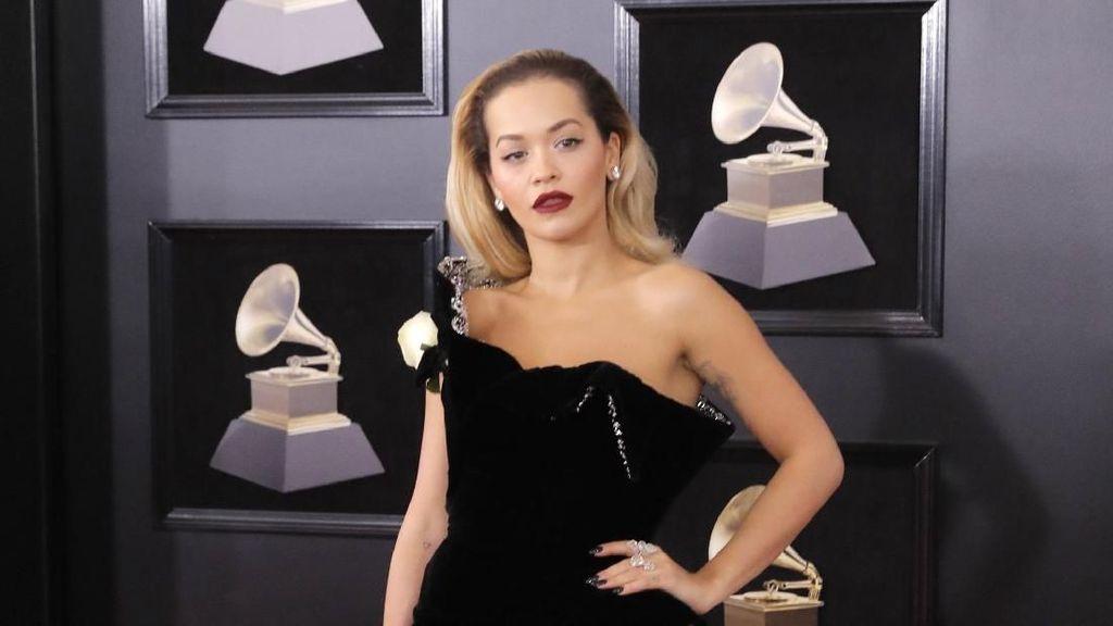 Sah! Rita Ora Gabung di Agensi Model Milik Kate Moss