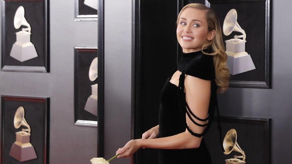 Miley Cyrus Kehilangan Rumah Akibat Kebakaran California